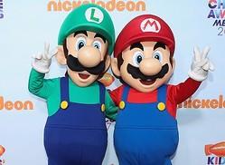 写真はイベントでのマリオとルイージ  - Victor Chavez / Getty Images