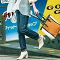 パンツ/着回し 透けシャツ¥4,990/AG バイ アクアガール ニット(スカートとセットで)¥13,000/ミラ オーウェン サークルピアス¥590/GU トートバッグ¥19,500/アディナ ミューズ(ADINA MUSE SHIBUYA) ショートブーツ¥14,000/ノエラ