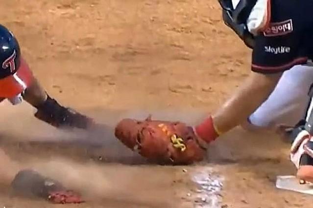 韓国プロ野球の「神の手ホームイン」水泳の動きと米驚愕