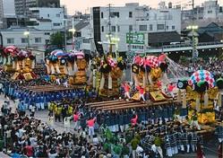 太鼓台は豪華な金刺繍の飾り幕が特徴/写真は主催者提供
