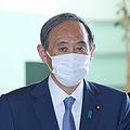 首相官邸に入る菅義偉首相=4月30日、東京・永田町
