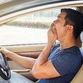 毎日のダルさは運転中の姿勢や通勤靴のせい?「健康残高」増やすには
