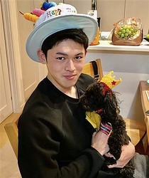 佐々木は愛犬ラムちゃんとの誕生日のツーショット写真を公開。同じ11月3日生まれで、いつも一緒に祝ってもらっているという(球団提供)