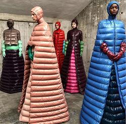 高級ダウン「モンクレール」の全身モッコモコのドレス、まさかの大売れ