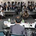 懇談会に詰めかけた両国の報道陣=16日、ソウル(聯合ニュース)