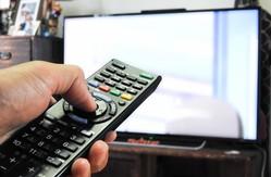 携帯電話でテレビ視聴ができる『ワンセグ』が登場するなど、他の産業と共に進化してきた