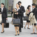 新社会人にとっては奨学金の返済に追われず、安心して働けるようになる
