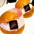 スターバックスが運営するイタリアン・ベーカリー「プリンチ(R)」で販売されている、イタリア・ローマ発のスイーツパン「マリトッツォ」を実食してきました。