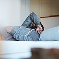泥酔した翌朝に気分が落ち込むのはなぜか 「二日酔いで精神活動が低下」