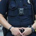 ボディーカメラを装着した米警官(2016年7月18日撮影、資料写真)。(c)JIM WATSON / AFP
