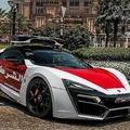 スーパーカーを揃えるアブダビ警察 新たに4.5億円のパトカーを採用