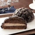 「黒いメロンパン〜ベルギーチョコホイップ〜」(画像はローソン公式サイトより)