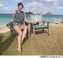"""稲村亜美、開放的な""""生脚""""ショットに絶賛"""