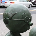 桜新町駅にある、お馴染み磯野家一家の銅像。しかし、よく見ると波平さんの大切な1本毛が…