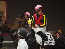 【新馬/東京5R】Mデムーロ「乗りやすかった」フィリオアレグロが人気に応える