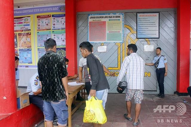 [画像] 火災で逃げたインドネシア刑務所の受刑者ら、自ら戻って看守手伝う
