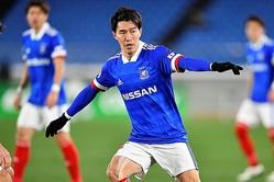 横浜の選手会長に就任した遠藤。写真:金子拓弥(サッカーダイジェスト写真部)