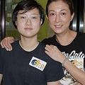 26日、ジャッキー・チェンの娘エッタ・ンさんが、カナダのスーパーマーケットで従業員に「パパに会いたい」と語る姿を撮った動画が注目されている。写真はエレイン・ンとエッタ・ンさん。