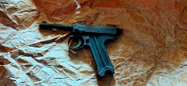実家で旧日本軍の拳銃発見 警察に届け出た結果「やっぱこれか」