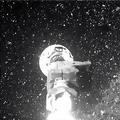 無人探査機「オシリス・レックス」のロボットアームがサンプル採取のため地球近傍小惑星「ベンヌ」の地表に衝突した際の画像。米航空宇宙局(NASA)の映像より(2020年10月21日提供)。(c)AFP PHOTO /NASA TV/HANDOUT