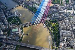 英仏空軍が儀礼飛行、両首都上空を彩る ドゴールの対独抵抗演説80年 ...