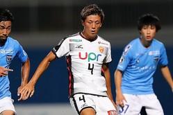 昨季は38試合・8得点を記録した高井。12日に入籍を発表した。写真:茂木あきら(サッカーダイジェスト写真部)