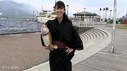 斎藤ちはるアナが、カメラにおさめる!薩摩藩の家紋が入った「島津揚げ」づくり