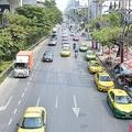 直線が長いタイの道路では飛ばして運転する人も多い