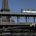仏パリ市内を走る地下鉄(2019年6月28日撮影、資料写真)。(c)Christophe ARCHAMBAULT / AFP
