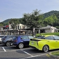 SA・PAで駐車スペースが満車の場合クルマをゼブラゾーンや道沿いに停めてもいいのか