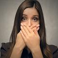 本人に陰口を聞かれて気まずい状況に 3タイプの対処方法