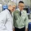 「深緑のiPhone」を実現させた日本企業をクック氏が訪問 技術の高さを実感
