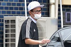 SMAP再結成の可能性は? マスク、メガネ、帽子で変装した中居
