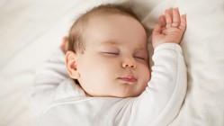 新生児の平均寿命、3年縮む 要因は不明=英報告