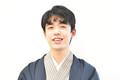 藤井聡太棋聖 和服のコーディネイトは「さっぱり」と微笑み