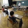 休校明けの学校は環境が激変(2020年6月、時事)