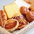 菓子パンも食事パンもたくさん買って470円!/オリエンタルベーカリー 大阪直売店