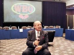 質問に答えるWBOのフランシスコ・バルカルセル会長=東京都文京区の東京ドームホテル