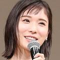 『ブルーリボン賞』に登壇した松岡茉優