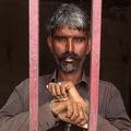 HIV陽性の妻を殺害したとして逮捕された男。パキスタン南部シンド州シカルプルで。シンド州警察提供(2019年5月29日公開)。(c)AFP=時事/AFPBB News