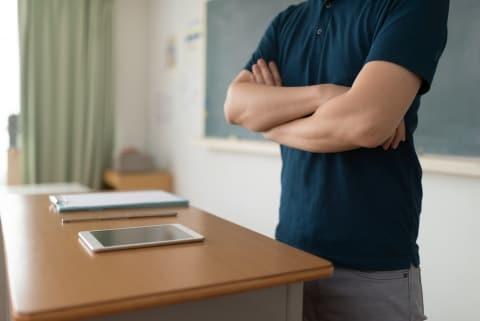 熱血教師、生徒のゲーム機を破壊「授業中にやるな!」やりすぎ指導の代償は?