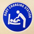 「男子トイレになくて困る」おむつ交換台の設置を求め署名1万人