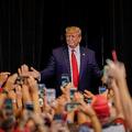 人種不安を煽るトランプ大統領の政治手法、選挙効果に陰りも