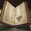 英劇作家ウィリアム・シェークスピアの「ファースト・フォリオ」として知られる戯曲全集の初版本。英シェークスピアセンターで(2016年4月12日撮影、資料写真)。(c)Jack Taylor / AFP