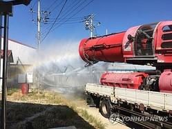 全羅南道霊光郡で消毒作業を行う車両=24日、霊光(同郡提供)=24日、霊光(聯合ニュース)