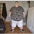 2019年7月、体重260キロだった24歳女性(画像は『The Sun 2021年1月18日付「BIG ISSUE My weight shot to 41st after drinking 6 litres of cola a day - now I've shed more than 12st for gender reassignment op」(Credit: Channel 4)』のスクリーンショット)