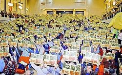 (写真)東電福島第2原発の即時廃炉を訴える参加者=16日、福島市