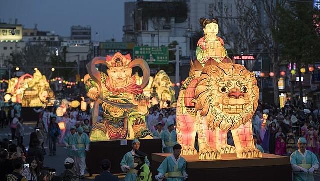 ユネスコ遺産登録の韓国祭・燃灯会に「青森ねぶた祭のパクリ」疑惑
