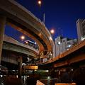 日本橋の上にかかる首都高を地下化 コストを考慮し計画に反発