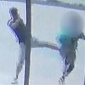 女性を押し倒してひったくり 一部始終が防犯カメラに映る